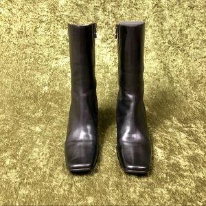 Donald J. Pliner Shoes - LAST CHANCE 💅 2000s Donald J. Pliner black boot